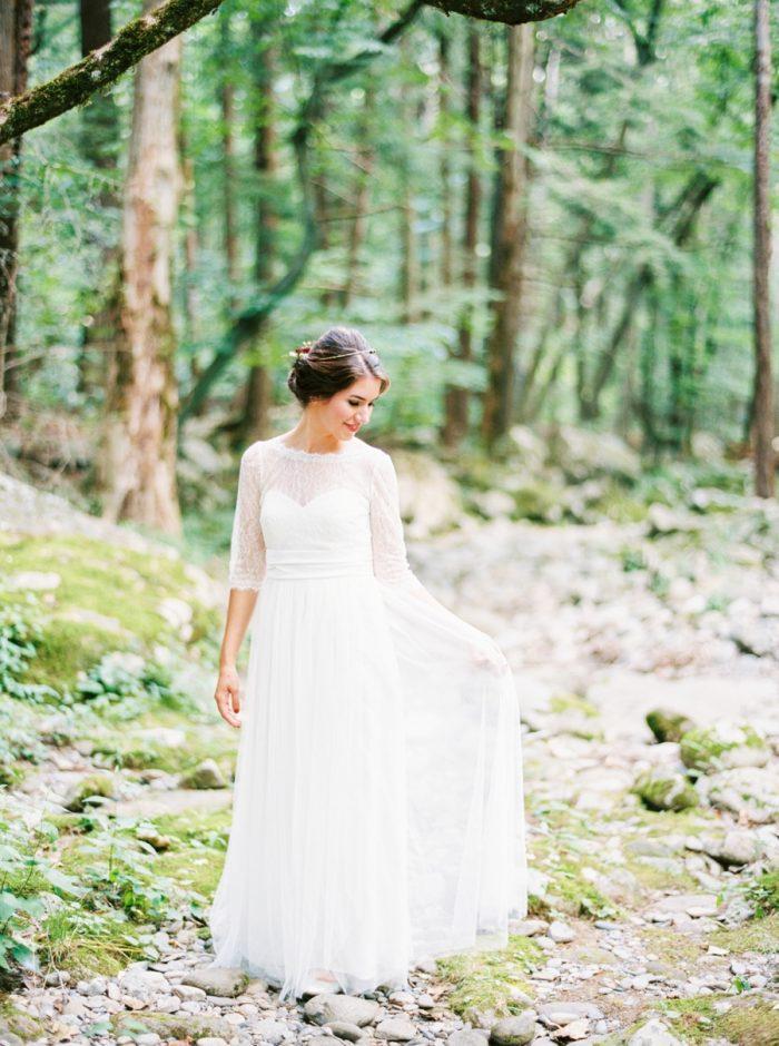 24 Spence Cabin Intimate Wedding   JoPhoto   Via MountainsideBride.com