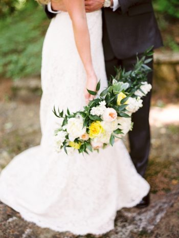 24 Yellow And White Bouquet Daras Garden Tennessee Wedding Jophoto Via Mountainsidebride Com