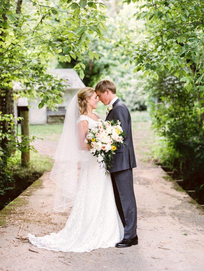 28 Kiss Daras Garden Tennessee Wedding Jophoto Via Mountainsidebride Com