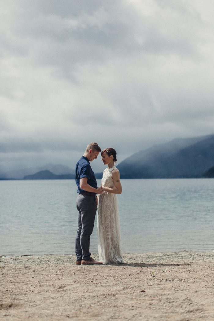 3 Bride And Groom Portrait 5 Lake Kachess Wedding Tyler Ray Photography Via Mountainsidebride Com