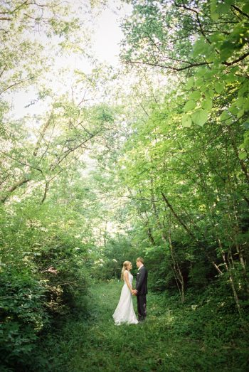 30 Kiss In The Woods Daras Garden Tennessee Wedding Jophoto Via Mountainsidebride Com
