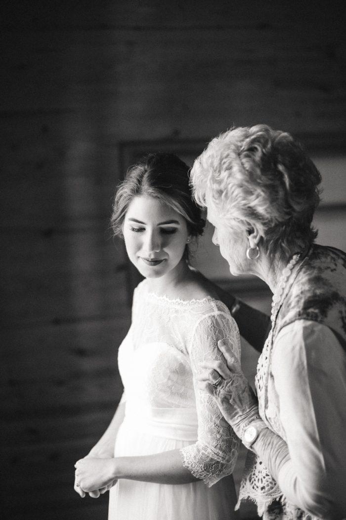 6 Spence Cabin Intimate Wedding   JoPhoto   Via MountainsideBride.com