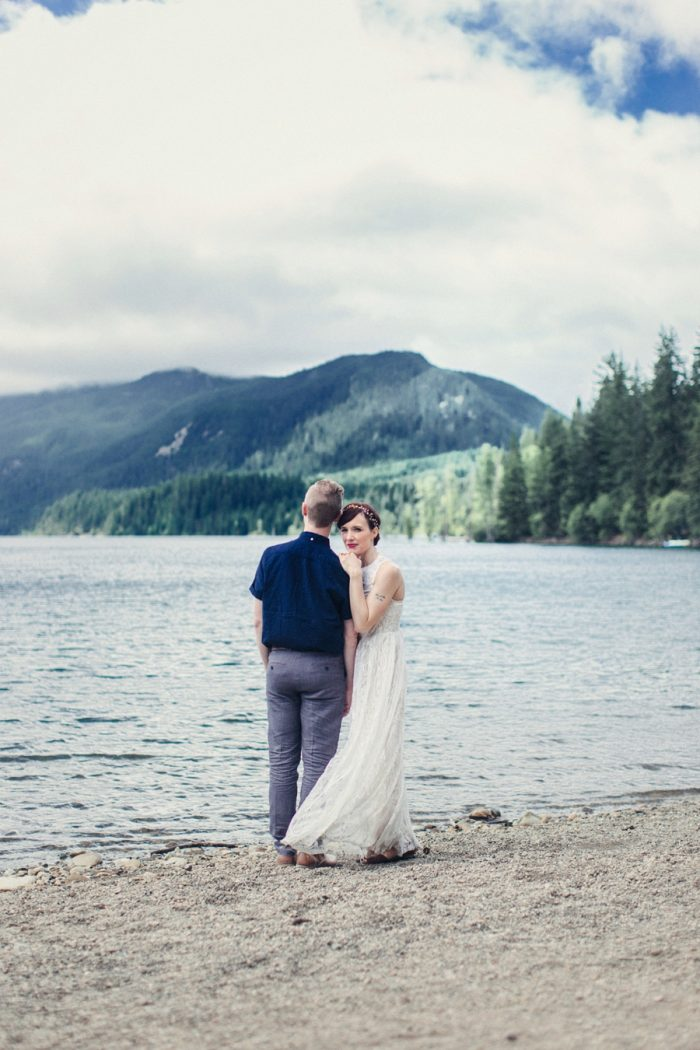 7 Bride And Groom Portrait 10 Lake Kachess Wedding Tyler Ray Photography Via Mountainsidebride Com