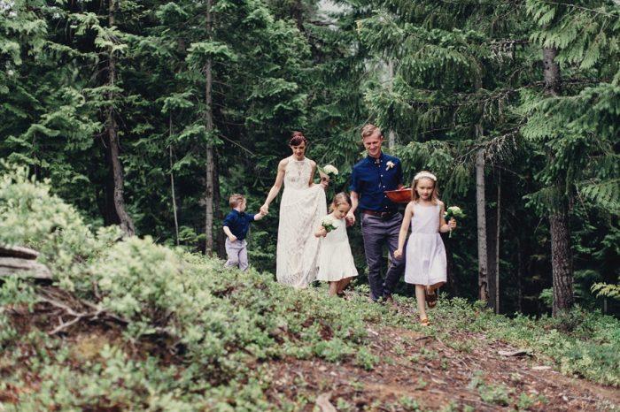 9 Family Processional 5 Lake Kachess Wedding Tyler Ray Photography Via Mountainsidebride Com