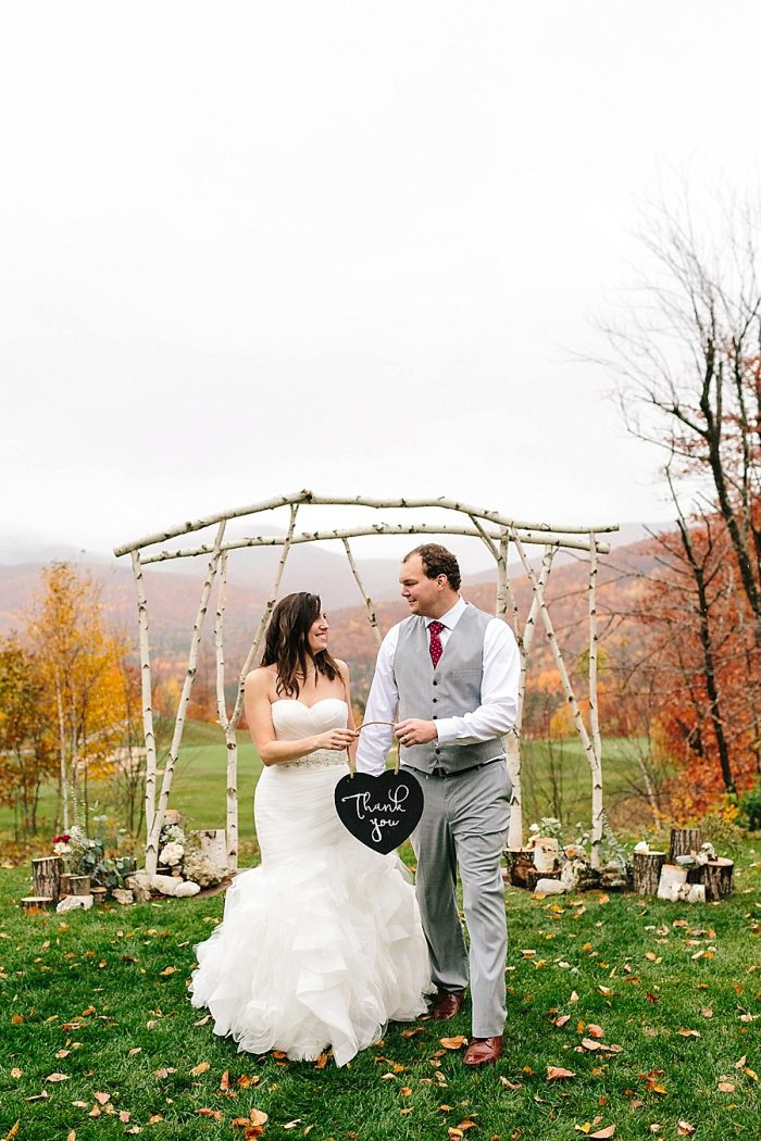 26 Thank You Sign | Vermont Fall Wedding | Lex Nelson Photography | Via MountainsideBride.com