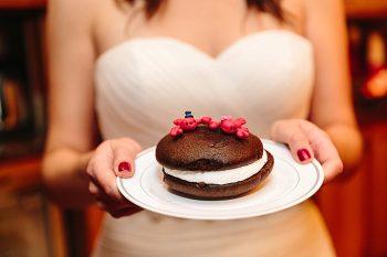 28 Whoopie Pie | Vermont Fall Wedding | Lex Nelson Photography | Via MountainsideBride.com