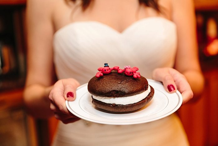 28 Whoopie Pie | Vermont Fall Wedding | Lex Nelson Photography | Via MountainsideBride.com