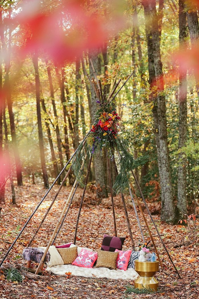 16 Wooden Teepee | Blue Ridge Mountain Fol Inspration | Jordan Brannock Photography | Via MountainsideBride.com