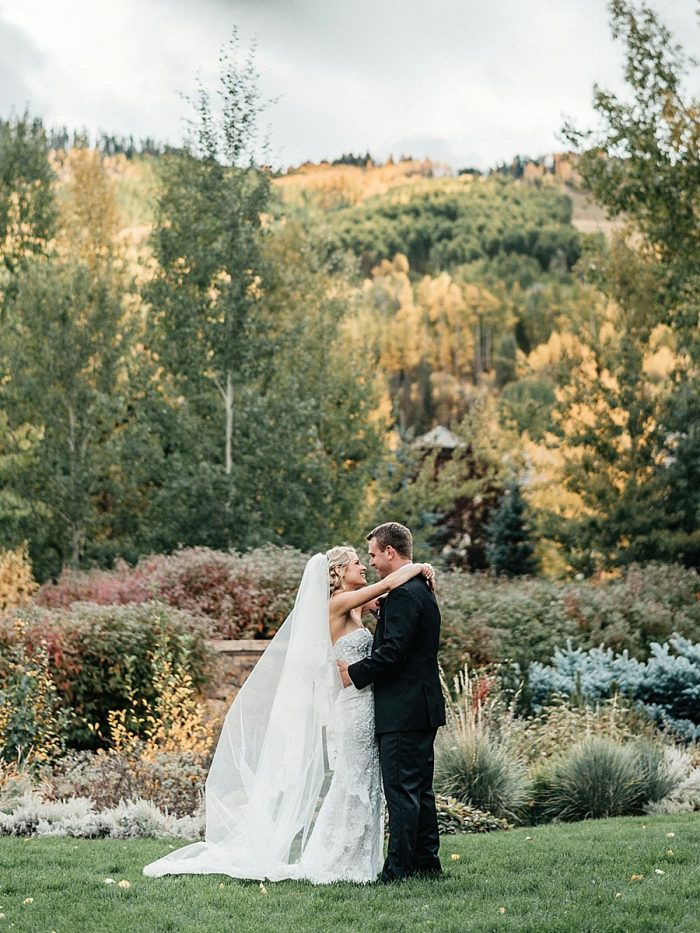 12 First Look Vail Autumn Wedding Eric Lundgren Photography Via MountainsideBride.com