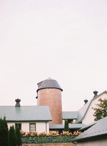 2 Alleghany Mountains Old Dairy Farm Wedding Inspiration Natural Retreats Via MountainsideBride.com