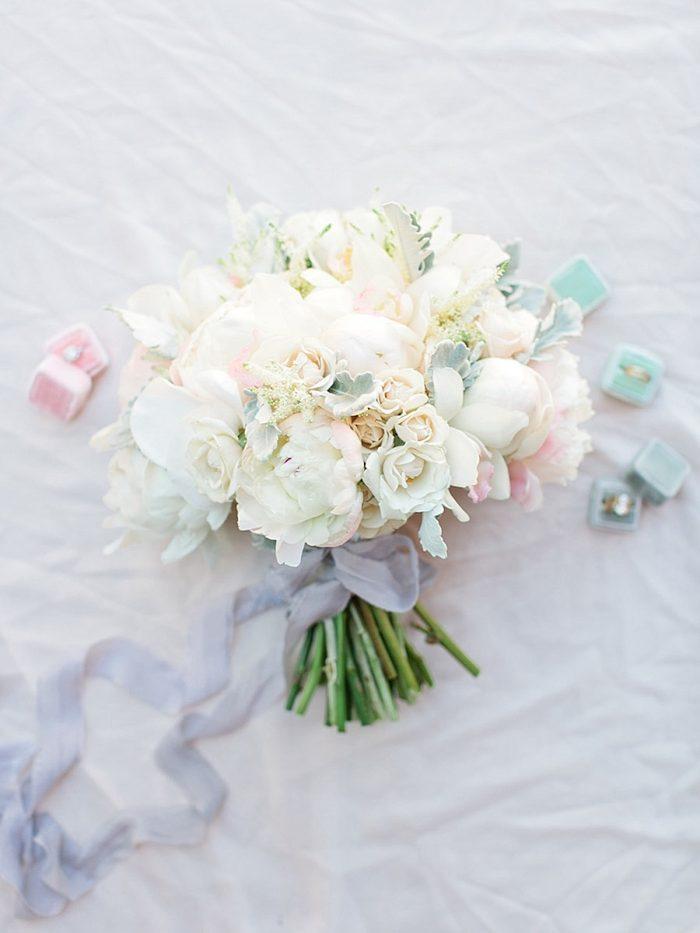 10 Bouquet2 Silverthorne Colorado Wedding A Vintage Affair Via MountainsideBride.com