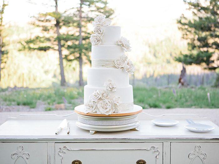 35 Cake Silverthorne Colorado Wedding A Vintage Affair Via MountainsideBride.com