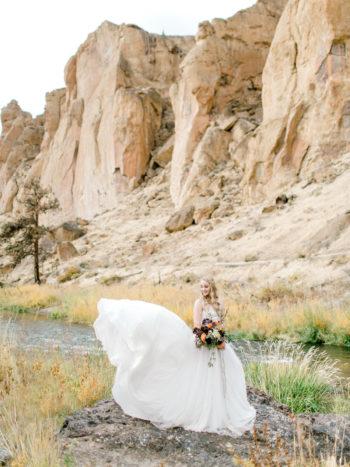 Romantic Smith Rock Bridal Shoot KT Crabb Photography06