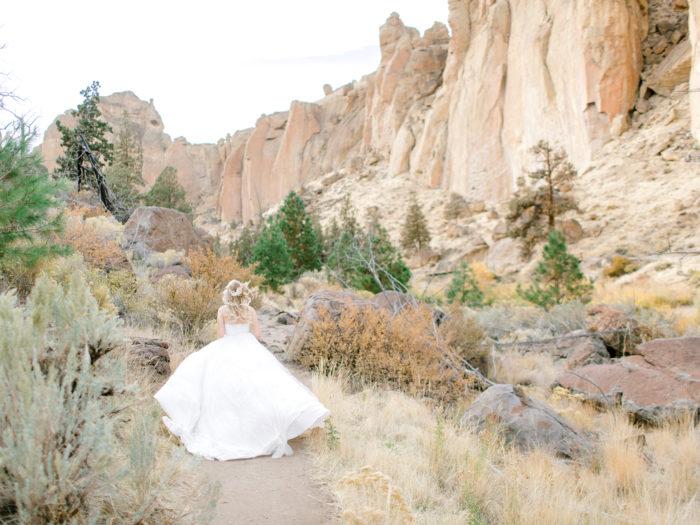Romantic Smith Rock Bridal Shoot KT Crabb Photography14