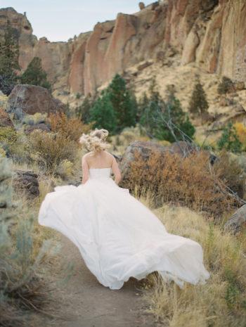 Romantic Smith Rock Bridal Shoot KT Crabb Photography17
