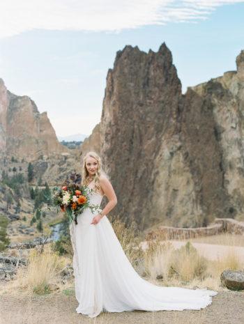 Romantic Smith Rock Bridal Shoot KT Crabb Photography19
