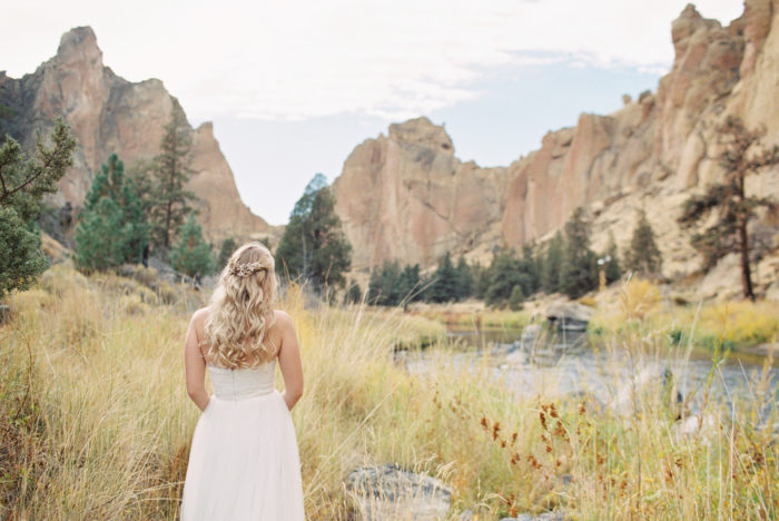 Romantic Smith Rock Bridal Shoot KT Crabb Photography27