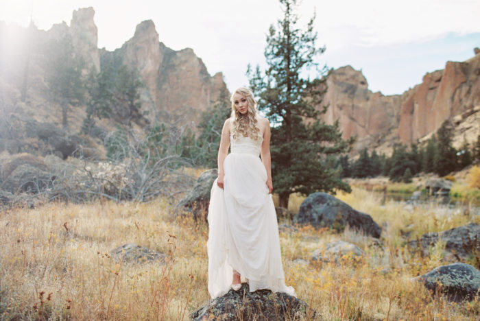 Romantic Smith Rock Bridal Shoot KT Crabb Photography28